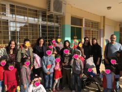 Φωτογραφία-με-ωφελούμενους-και-μέλη-της-ομάδας-ESTIA